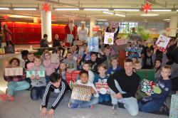 Bild: Corinne Richert Die Kinder mit ihren Geschenken